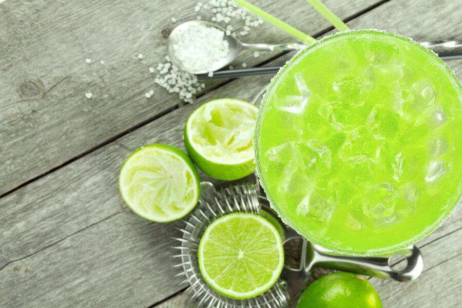 Easy cocktail recipe mezcal cucumber gatorita