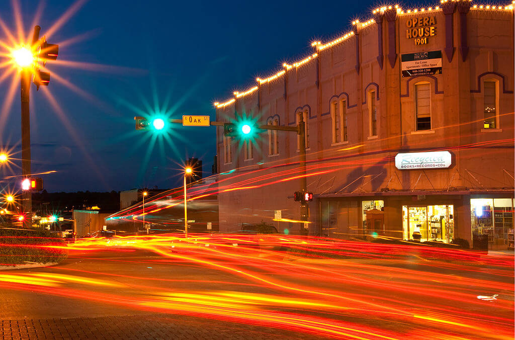 1024px-Light_Trails_on_the_Denton_Square