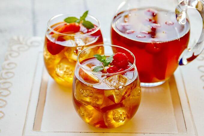 sweet-tea-sangria-with-peaches-and-raspberries-no-wm