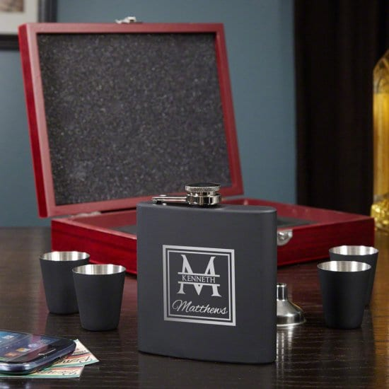 Flask Set with Shotglasses