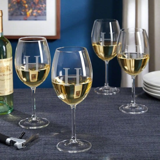 Personalized Wine Glasses for the Holidays