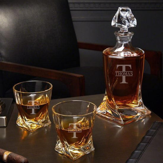 Twist Decanter Set of Christmas Gift Ideas for Guys