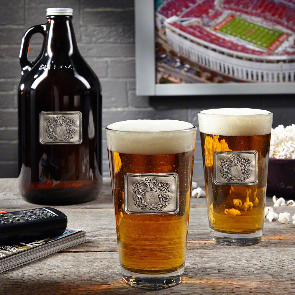 Royal-Crested-Custom-Glass-Growler-with-Beer-Glasses
