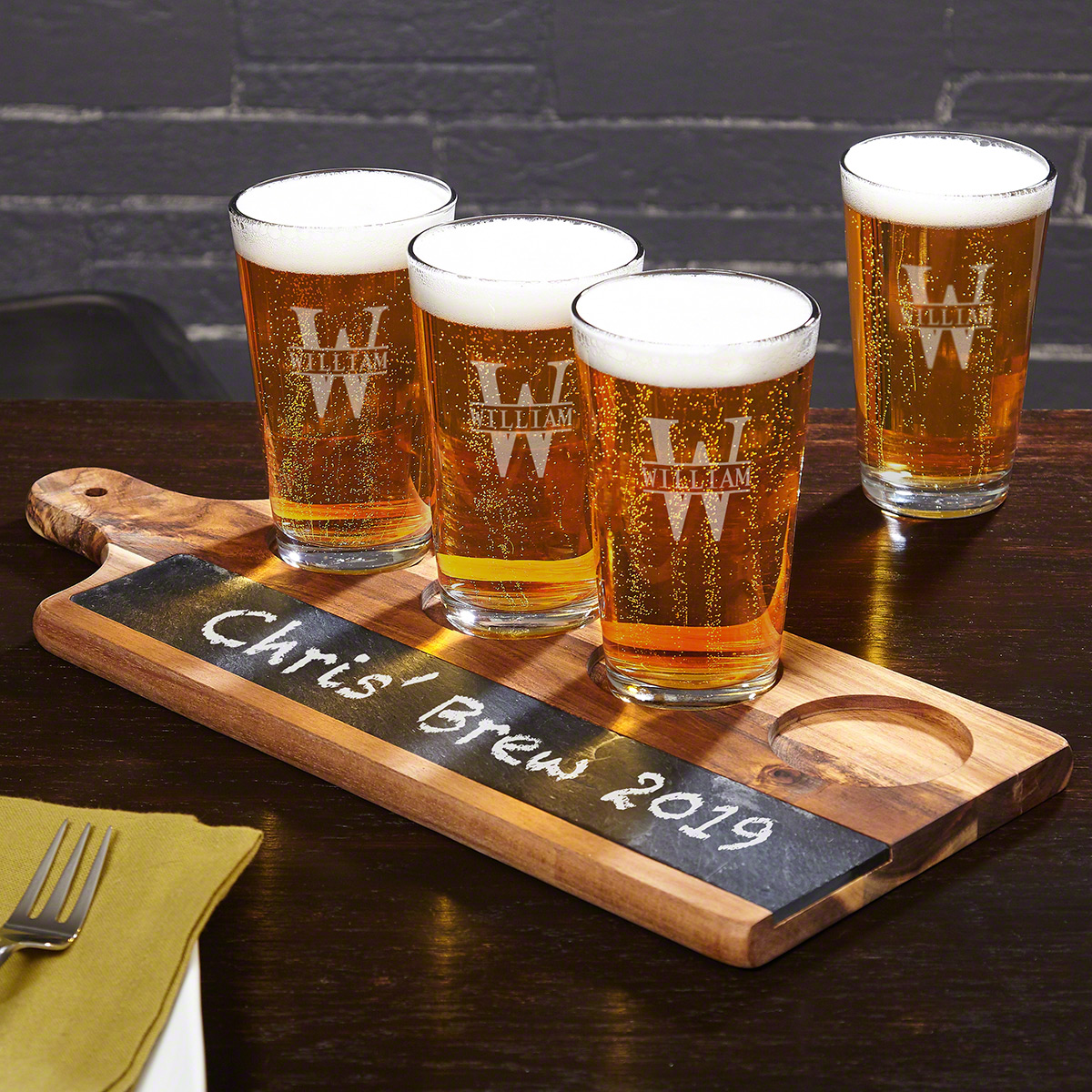 Acacia Beer Serving Tray with Oakmont Engraved Pint Glasses