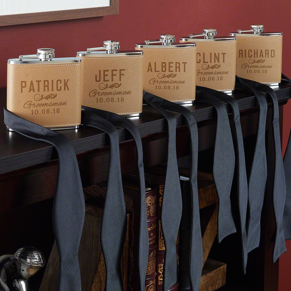Classic Groomsman Custom Cocoa Leather Flasks – Set of 5 Groomsmen Flasks